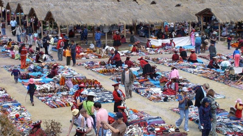 Peru people market