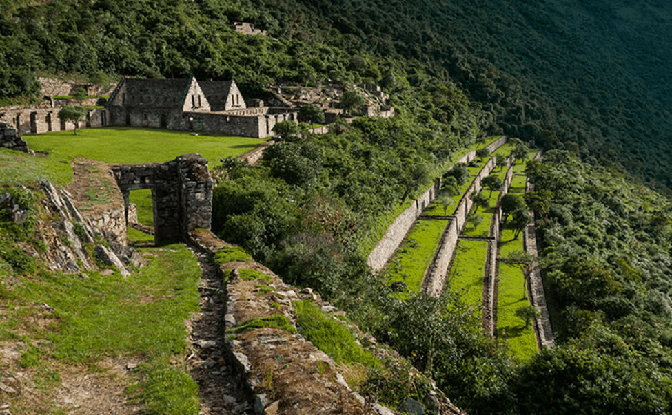 choquequirao ruins surrounded by lush greenary