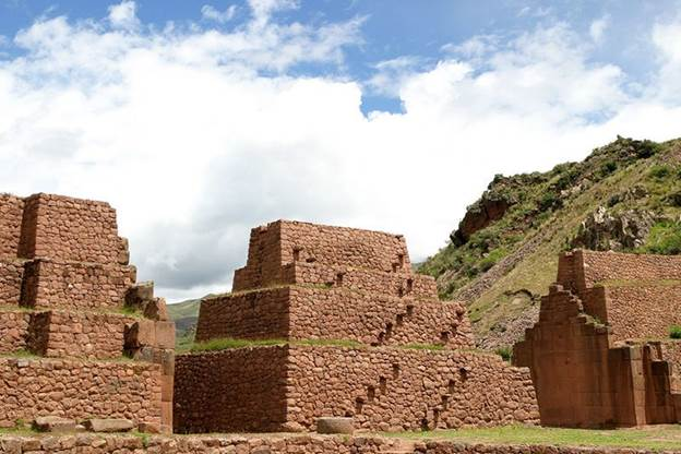 Incan and wari architectural site